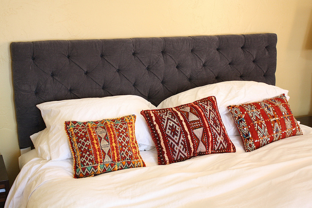 15 Easy And Stylish DIY Tufted Headboards For Any Bedroom