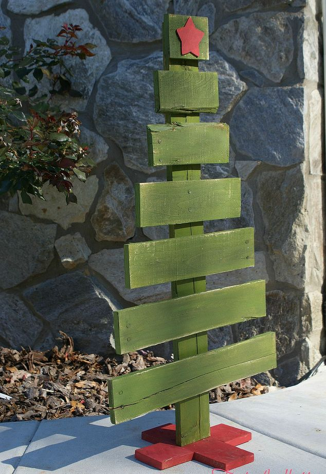 13 Cool DIY Recycled Pallet Christmas Trees Shelterness