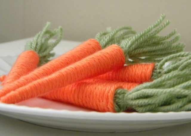 DIY yarn baby carrots for spring decor (via www.carolynshomework.com)