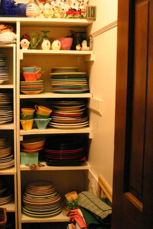 15 Creative Ideas To Organize Dish And Plate Storage On Your Kitchen Shelterness