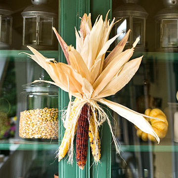 20 Fall Decorating Ideas With Using Dry Leaves And Fruits