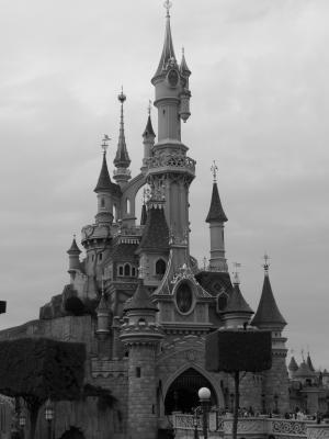 Le Chateau En Noir Et Blanc Euro Disney Ca Dechire
