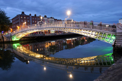 Ireland - Dublin: Ha'Penny Bridge at Night