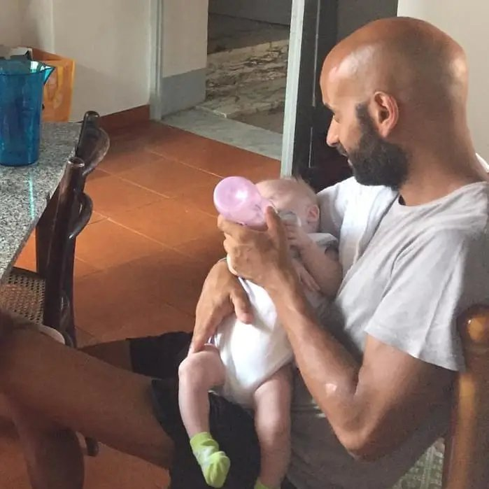 adoption.jpg?resize=1200,630 - Un homme a adopté une petite fille trisomique qui s'était fait rejetée par 20 familles