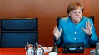 Merkel'in tehditlerine rağmen Berlin'den flaş hamle - Dünya haberleri
