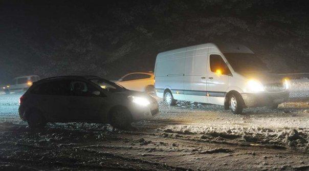 Son dakika haberi… Antalya-Denizli yolu kar ve tipi nedeniyle tek yönlü trafiğe kapatıldı
