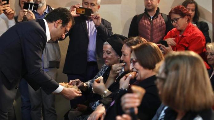 Yaşlılara özel 'Altın Bahar' ekmeği satışa sunuldu