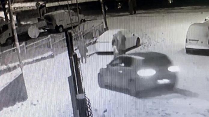 İstanbul'da dehşet anları! Çocuk aracın altında kalmaktan kıl payı kurtuldu