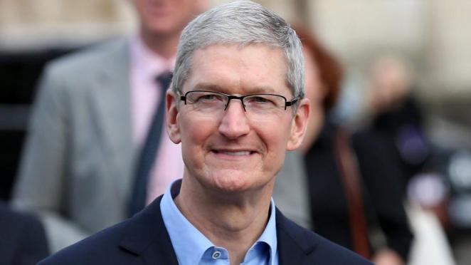 Apple CEO'su merak edilenleri cevapladı: 'Tesla'ya hayranım'