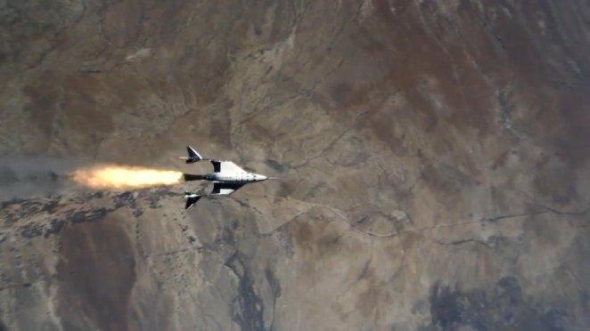 Virgin Galactic'in uzay aracı ikinci uçuş testinde de başarı sağladı 13