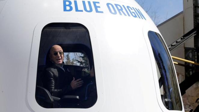 Jeff Bezos'la uzaya çıkmak için 28 milyon doları gözden çıkardı