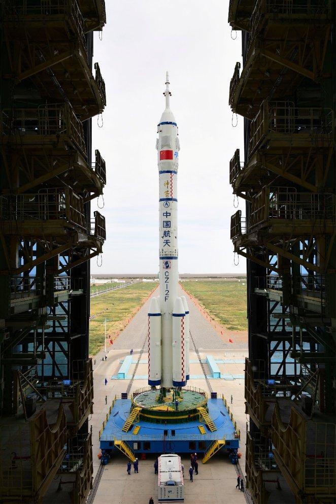 Çin'in insanlı uzay aracı Shenzhou-12, bu gece fırlatılacak 13