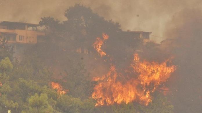 Gökova koyları yanıyor! Tatil siteleri boşaltıldı, karayolu kapatıldı