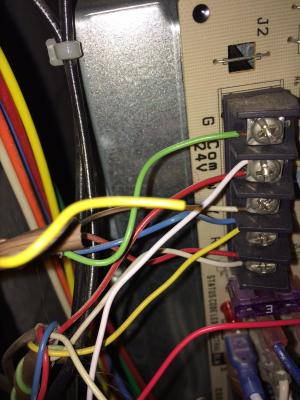 How many wires can be connected to the C terminal at the