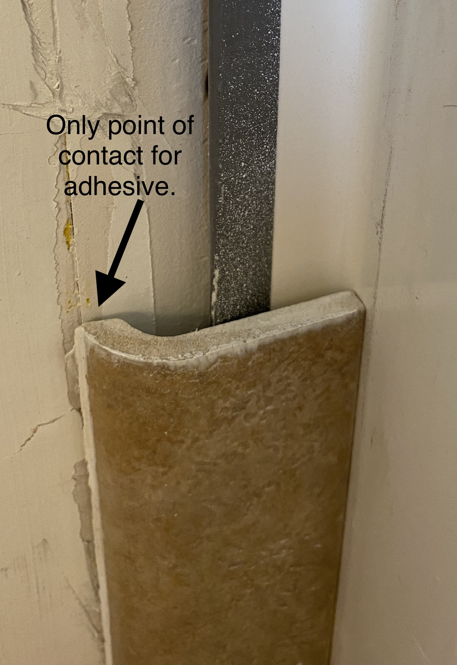 how to adhere edge of bullnose tile to