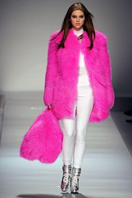 https://i2.wp.com/i.styleoholic.com/17-Colored-Fur-Coats-For-Fall-And-Winter4.jpg