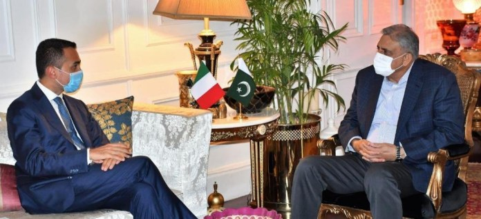 Foreign Minister of Italy Luigi Di Maio calls on Chief of Army Staff General Qamar Javed Bajwa. PHOTO: APP