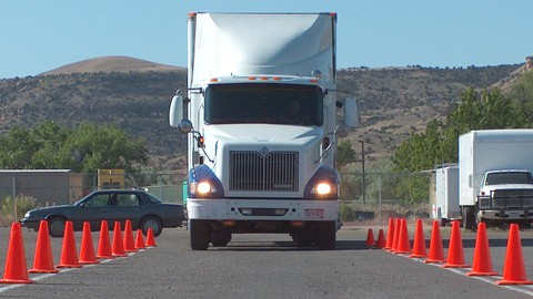 1479784 90e6 - 美国卡车司机驾照考试攻略 年薪8万你也可以做