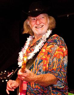 Willie Nelson displayed his new chin-length 'do at a gig in Hawaii over the weekend.