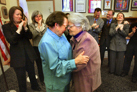 Del Martin and Phyllis Lyon getting married in SF during 2004.