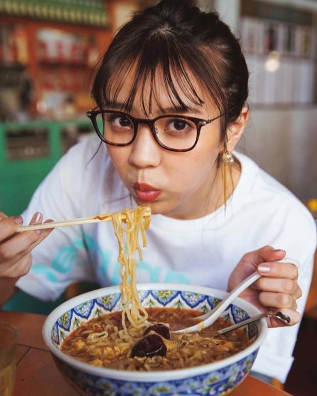 5 việc nữ giới chớ nên làm trong kỳ kinh nguyệt kẻo lợi đâu chẳng thấy lại rước thêm bệnh tật vào người - Hình 2