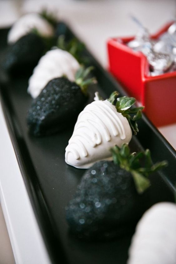 black and white chocolate covered strawberries for a tasty and stylish dessert