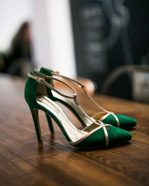 emerald green and metallic weddding shoes are a hot idea to try for a wedding