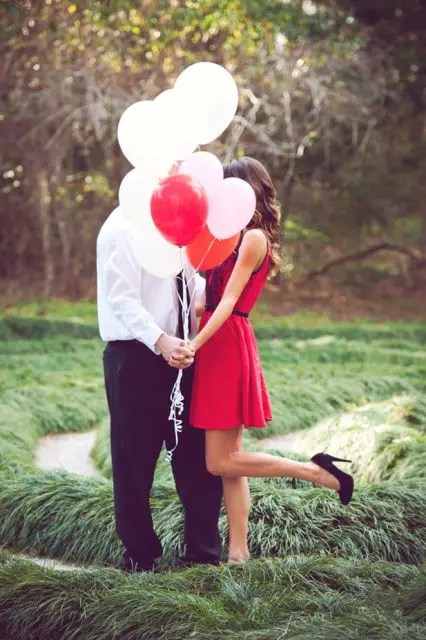 24 Romantic Valentine's Day Engagement Photo Ideas