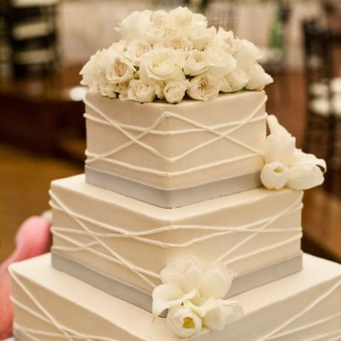 30 Gorgeous Square Wedding Cake Ideas   Weddingomania Gorgeous Square Wedding Cake Ideas