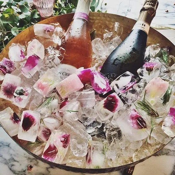 floral ice should be present at a bridal shower to accessorize your drinks and make the bottles cold with style