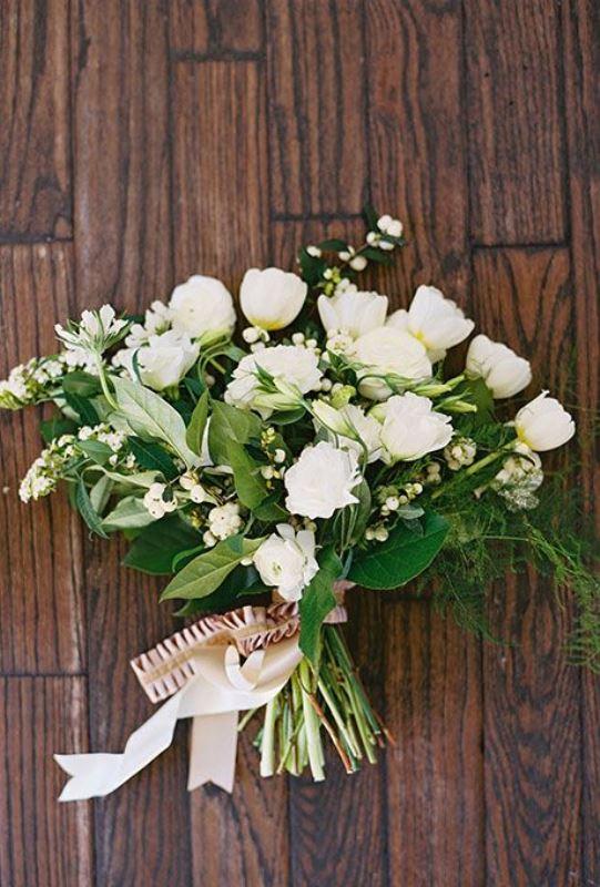 23 Innocently Beautiful White Bridal Bouquets Weddingomania