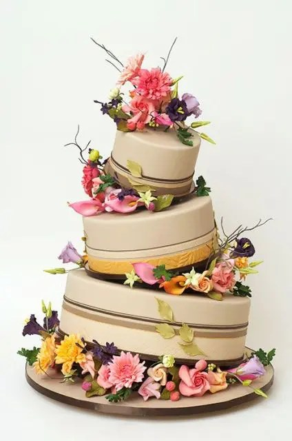 20 Creative Topsy Turvy Wedding Cake Ideas Weddingomania