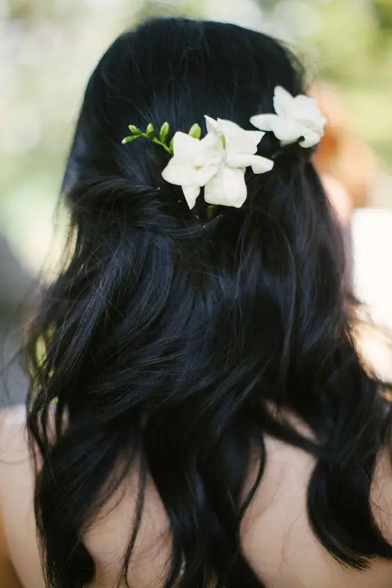 38 Gorgeous Wedding Hairstyles With Fresh Flowers