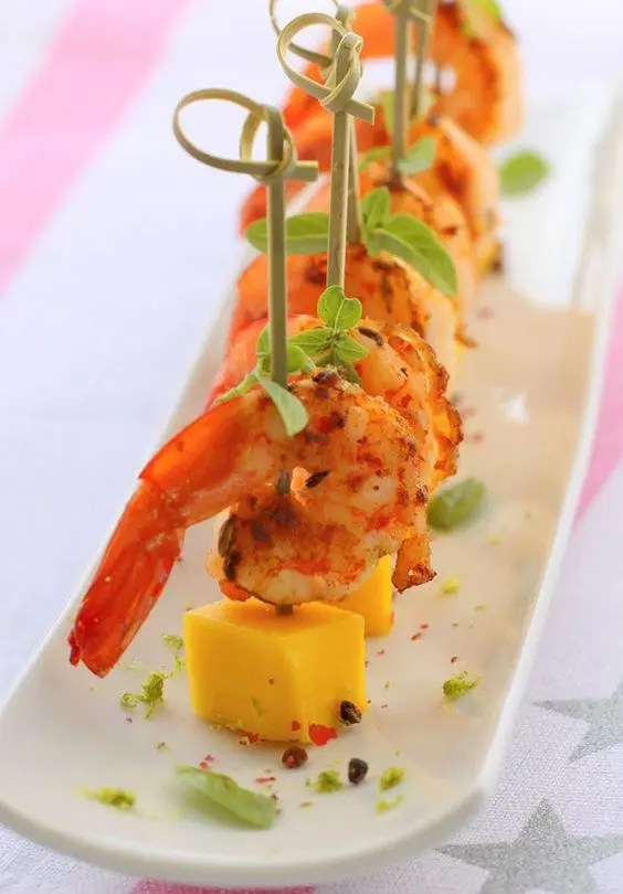 spicy shrimps with pieces of cheese are a great idea that always works