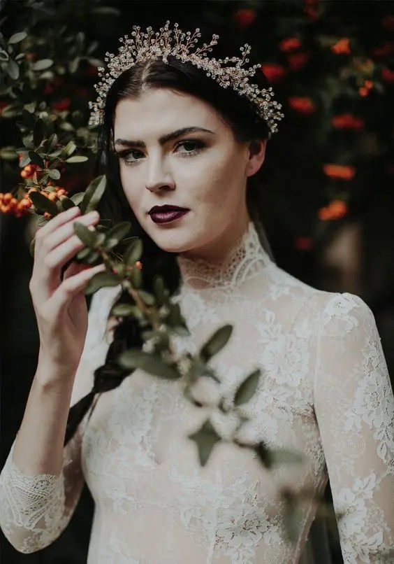 25 Trendy And Bold Bridal Tiaras That Inspire