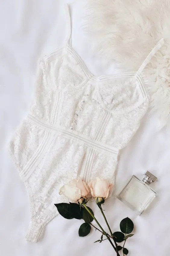 bridal underwear is a very important thing for choosing and you should keep an eye on your wedding dress first