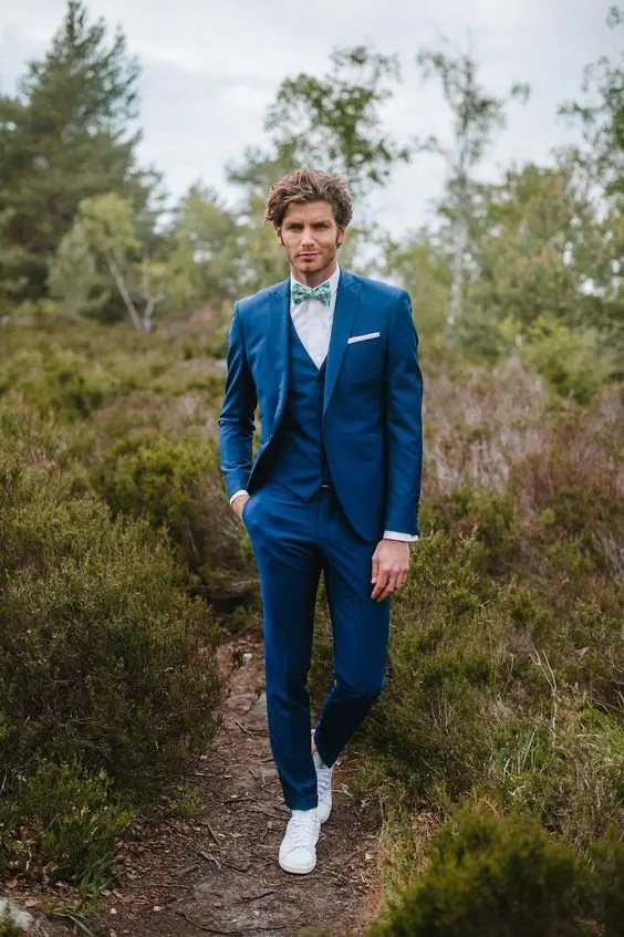 cdae0c6fa82 a fashionable look with a bright blue three-piece suit