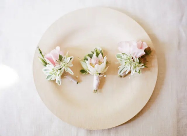 DIY summer floral wedding boutonniere (via greenweddingshoes.com)