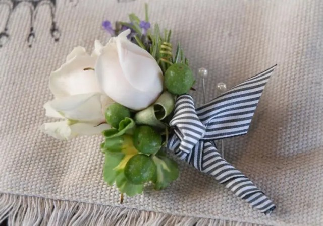 DIY floral boutonniere with berries and ribbon (via www.save-on-crafts.com)