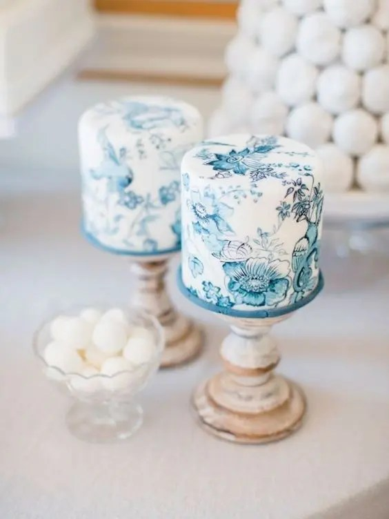 little handpainted wedding cakes in white and blue is a beautiful idea for a classic wedding