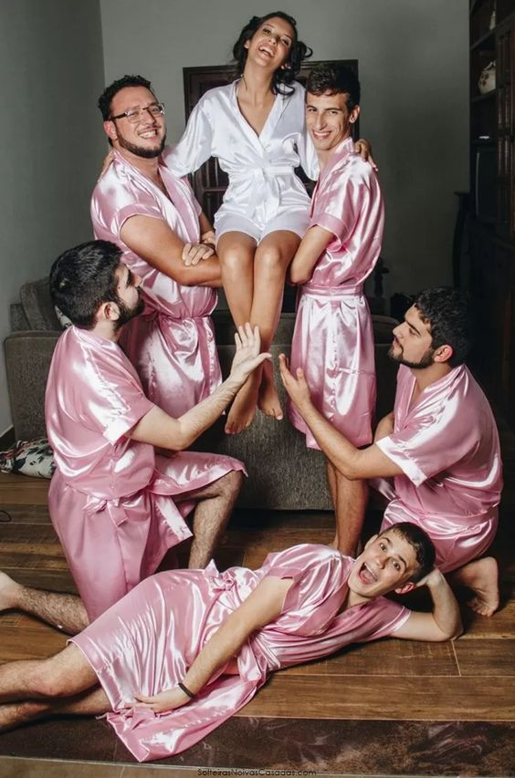 if a bride doesn't have bridesmaids but only bridesmen, she may have very funny wedding pics