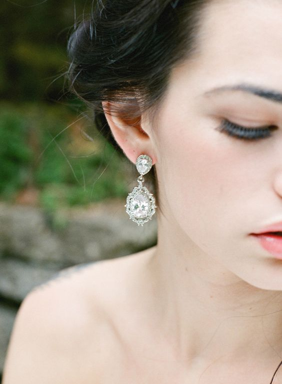 gorgeous statement crystal earrings like these ones will highlight even the most modern bridal look easily
