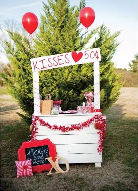 21 Funny Kissing Booth Ideas For Your Wedding Weddingomania