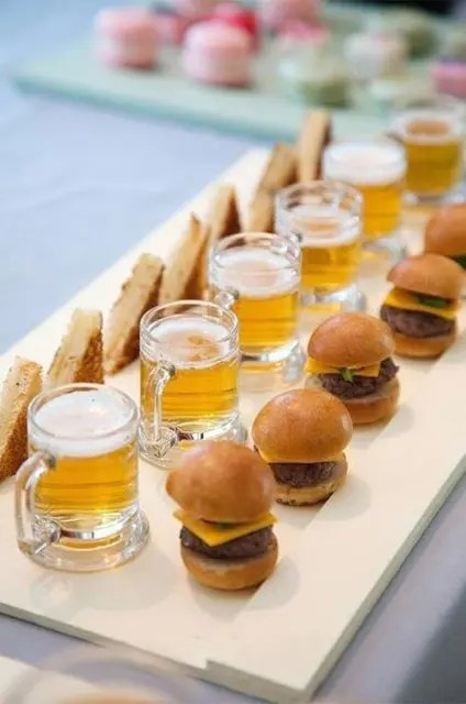 mini burgers, mini toasts and beer mugs are a delicious idea that will please everyone