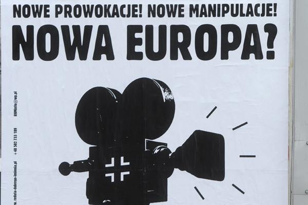 """Plakat pt. """"Nowa Europa?"""" odnoszący się do niemieckiego trzyczęściowego serialu wojennego pt. """"Nasze matki, nasi ojcowie"""""""