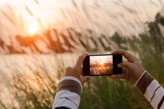 Znalezione obrazy dla zapytania robienie zdjęcia telefonem