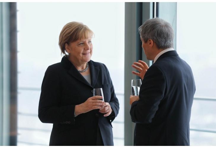 FOTO Merkel îl liniștește și pe Cioloș: Schengen depinde de corupție, refugiații trebuie acceptați