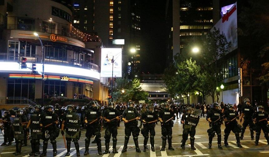 ANALIZĂ: Miza relaţiei dintre poliţie şi minorităţi în alegerile din SUA