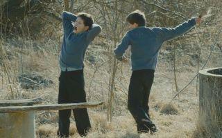 双胞胎被父母遗弃,为了活下来,每天拼命用皮鞭抽打对方《恶童日记》