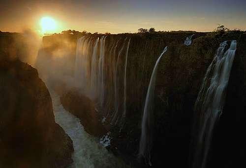 世界九大壮丽瀑布:最高瀑布落差979米(组图)